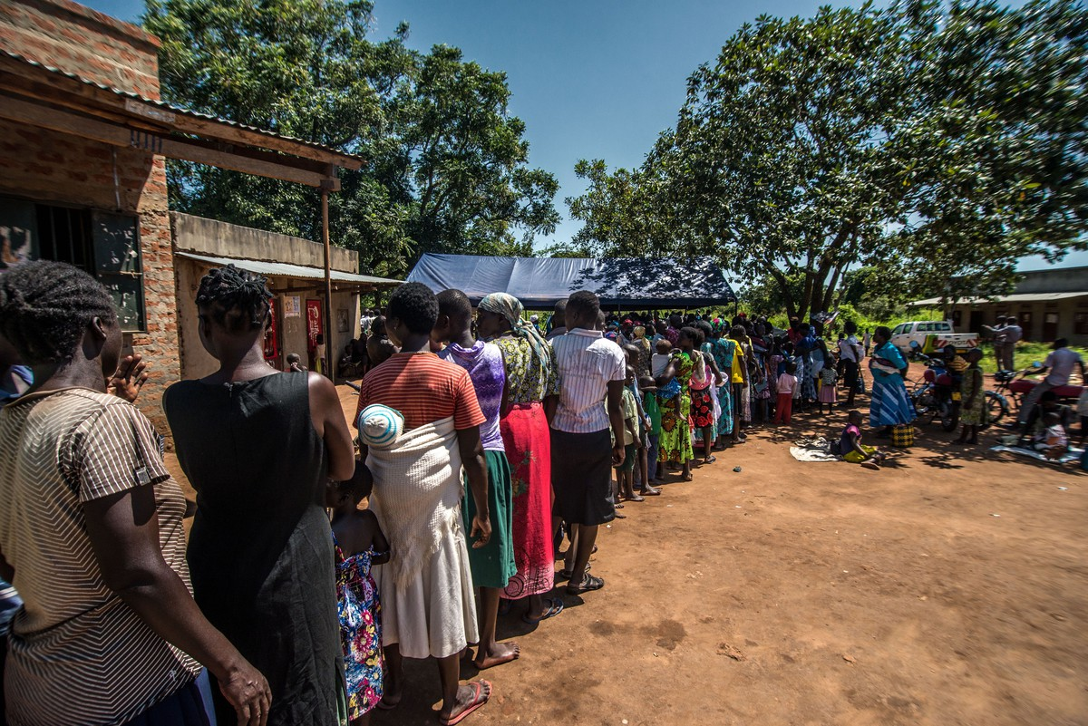 Ugandan villagers line up to receive services from Reproductive Health IPPF