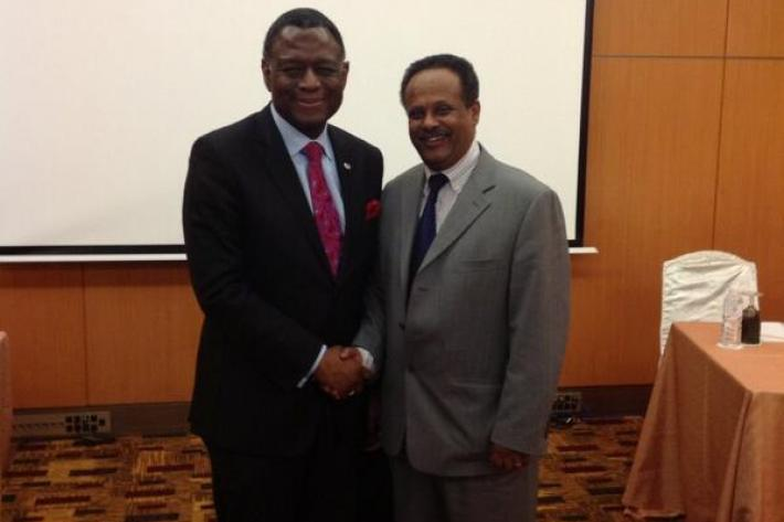 Dr. Babatunde Osotimehin, UNFPA, and Mr Melesse, IPPF, shaking hands. credits: UNFPA