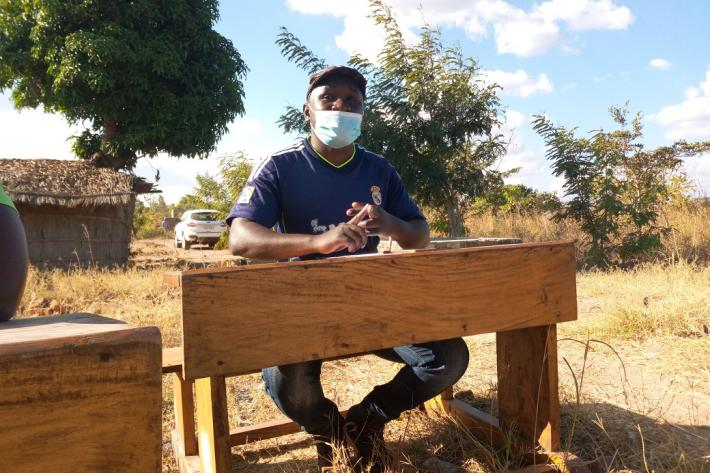 Healthcare worker delivering CSE session.