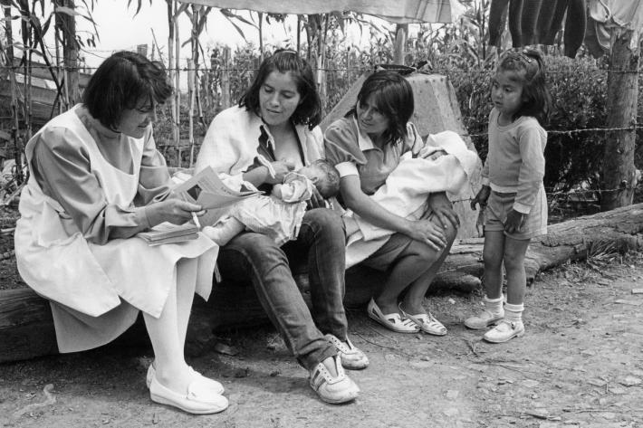 Profamilia staff explains family planning methods to young mothers on the outskirts of Bogota. Colombia, c1986