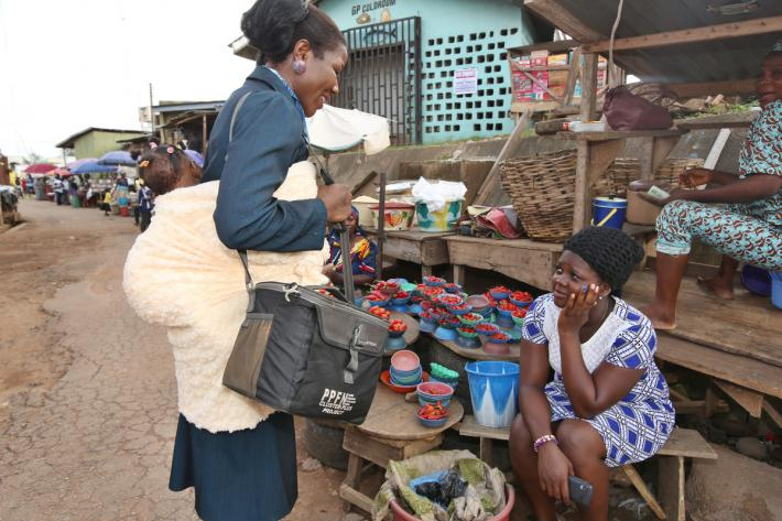IPPF outreach worker in Nigeria marketplace