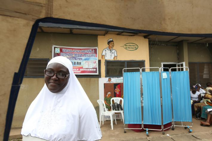 IPPF health worker delivers cervical cancer screening
