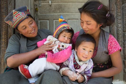 Women and children in Nepal - credits: IPPF/Join Spaull/Nepal
