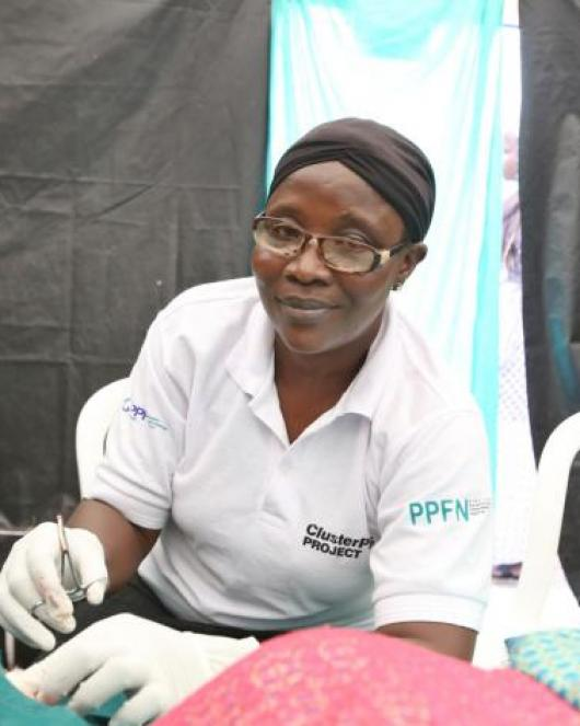 IPPF clinician in Nigeria administers provides contraception to a client
