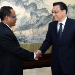 Chinese Premier Li Keqiang shakes hands with IPPF's Director-General